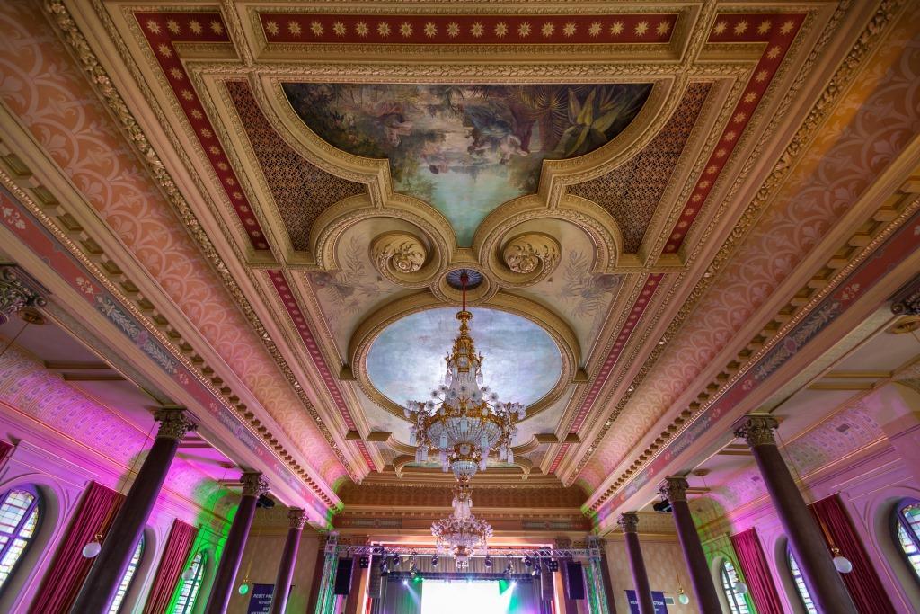 Neoklassizistischer Prunksaal des Bürgergartens