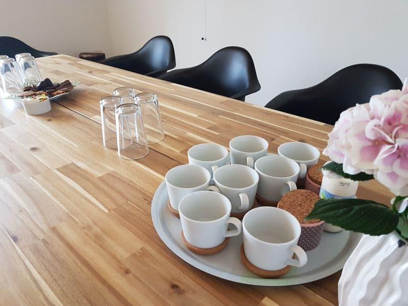 Konferenztisch mit Platz für bis zu 10 Personen